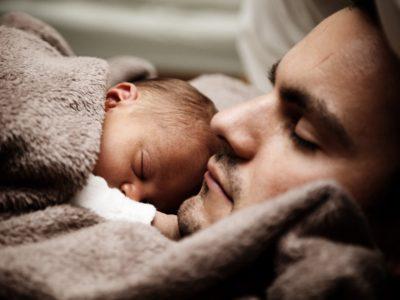 Este greu să fii tată!