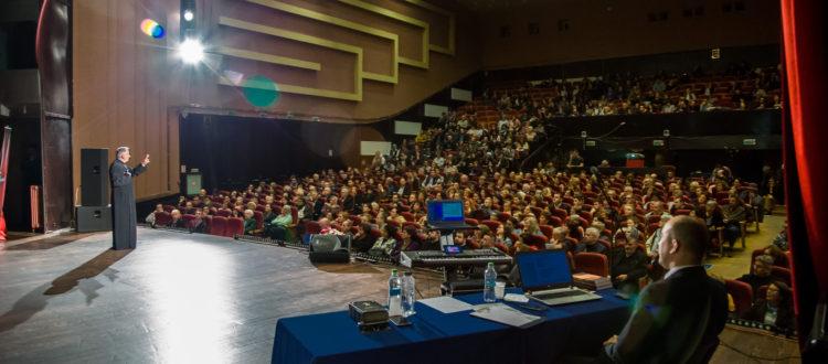 De ce să particip la conferințe pe teme de familie