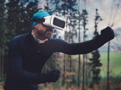 Trăiți real sau mai mult în lumea virtuală