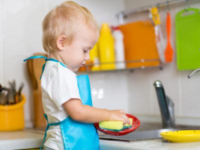 Implicarea copilului în activitățile casnice